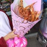 台湾で流行ってるものが衝撃。溢れんばかりの「エビの花束」。