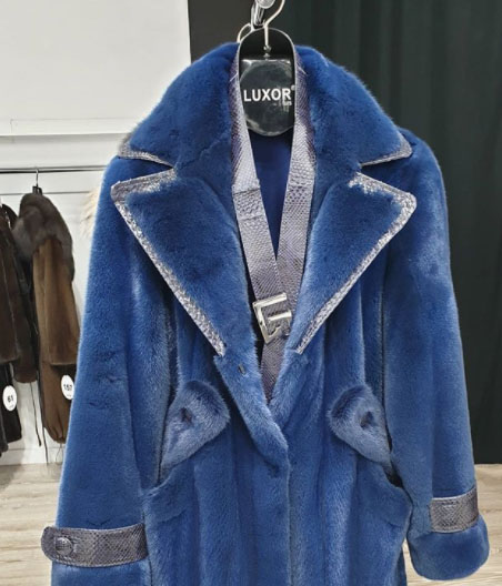 #LuxorFurs winter blues available at Fur Shopping Festival 2020, Kastoria📍 Greece #furshoppingfestival #furs #furfashion #fashion #fashioninsta #fashiondaily #tradefair #fair #aw20 #trends #fw #shopping #мех https://t.co/GfRoq1kFB4