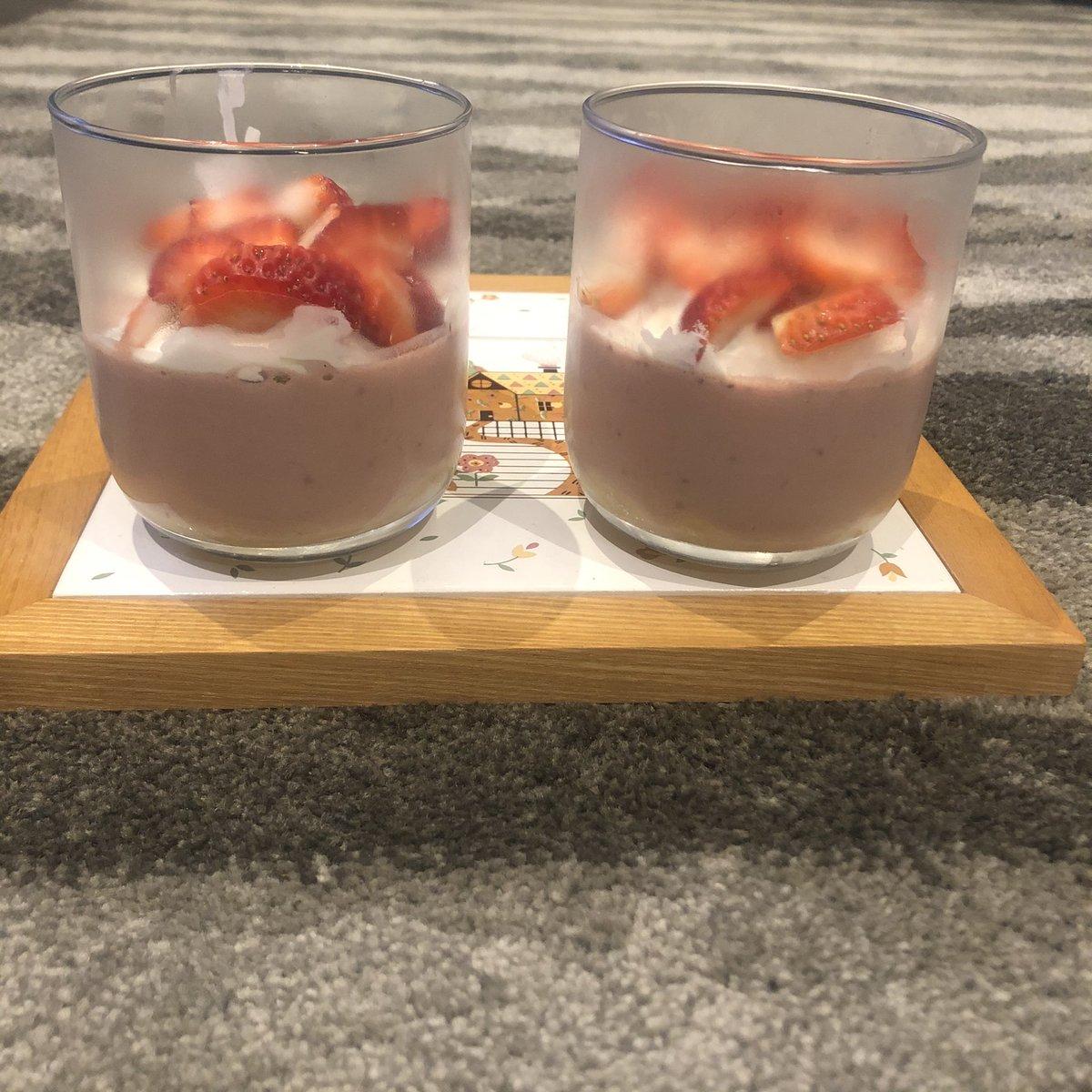 Yum! Strawberry cream pies. Love making desserts. 🍓  #dessert #dessertsofinstagram #strawberry #strawberrycreampie #creampie #pie https://t.co/Lmylw1p5fF