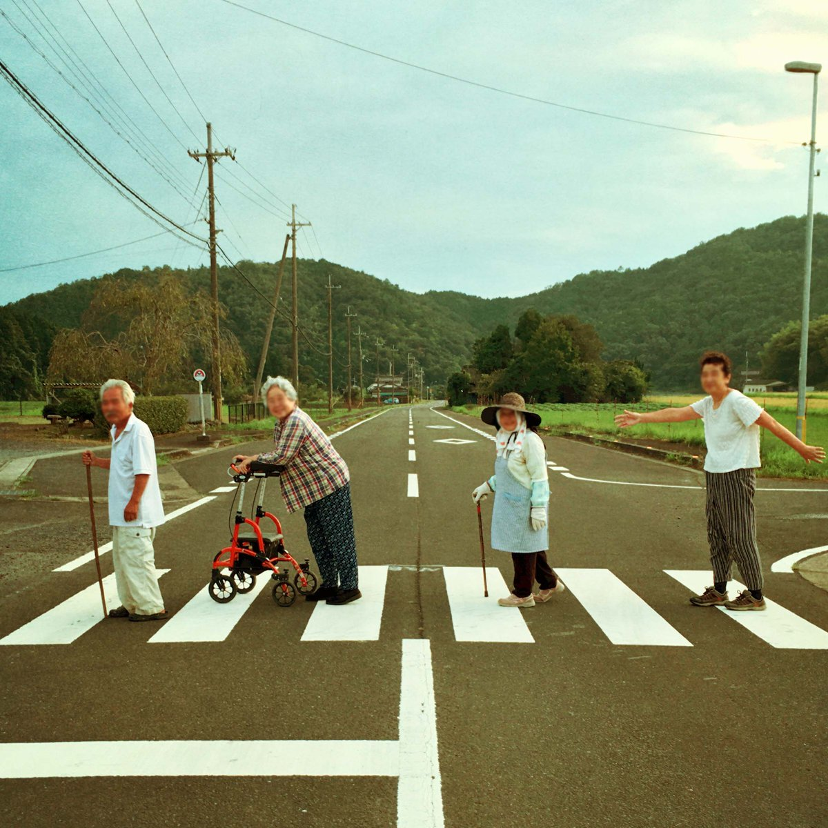 今日、みんなで散歩してたらめっちゃいい写真撮れた☺️  #ビートルズ #田舎