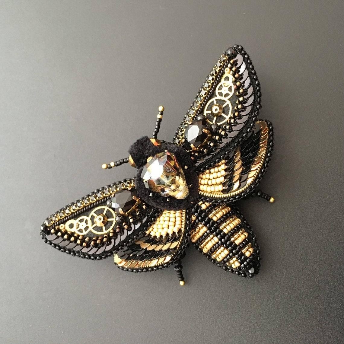 #Fashion Awesome of the Day: #Steampunk ⚙️ Black & Gold Wasp 🐝 #Brooch via @nuriacbotey #SamaFashion  👕