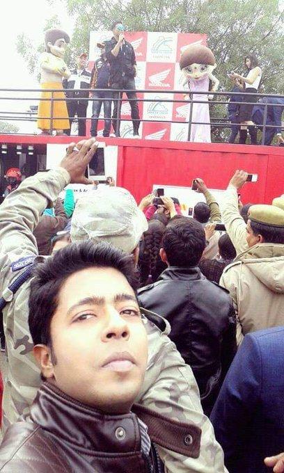 Happy Birthday Akshay Kumar sir. Mushkil se aapko selfie me capture kiya tha.    . Much much love