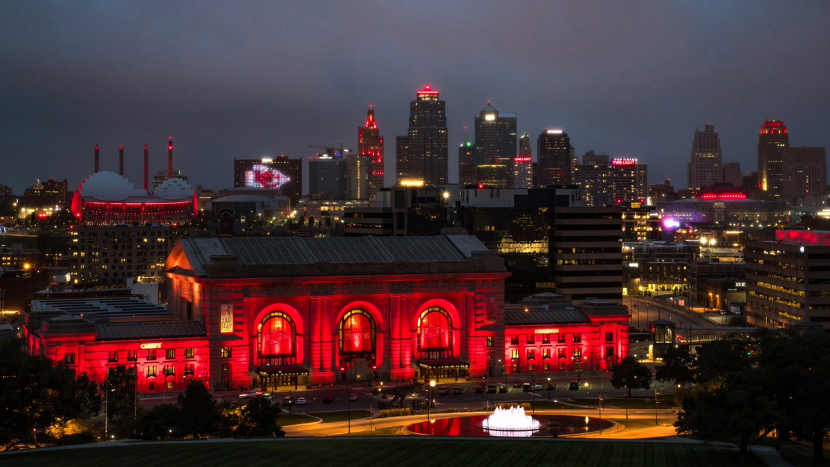 Our beautiful city on #RedFriday Kickoff Edition ⛲️ https://t.co/oYUoOkX4EM