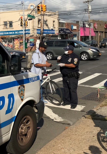 Job well done by the Transportation Bureau Outreach Unit educating cyclists experienced & new on Rockaway Avenue & Flatlands Ave yesterday https://t.co/1h6qtm1AJH