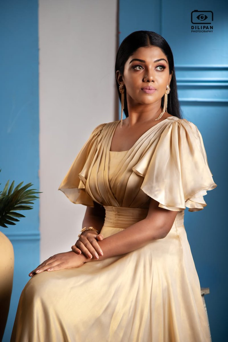 Actress @Riythvika Shines In A Golden Dress Take A Look At Her Latest Stills   #Riythvika   @spp_media @PRO_Priya https://t.co/ymQD8FEPIp