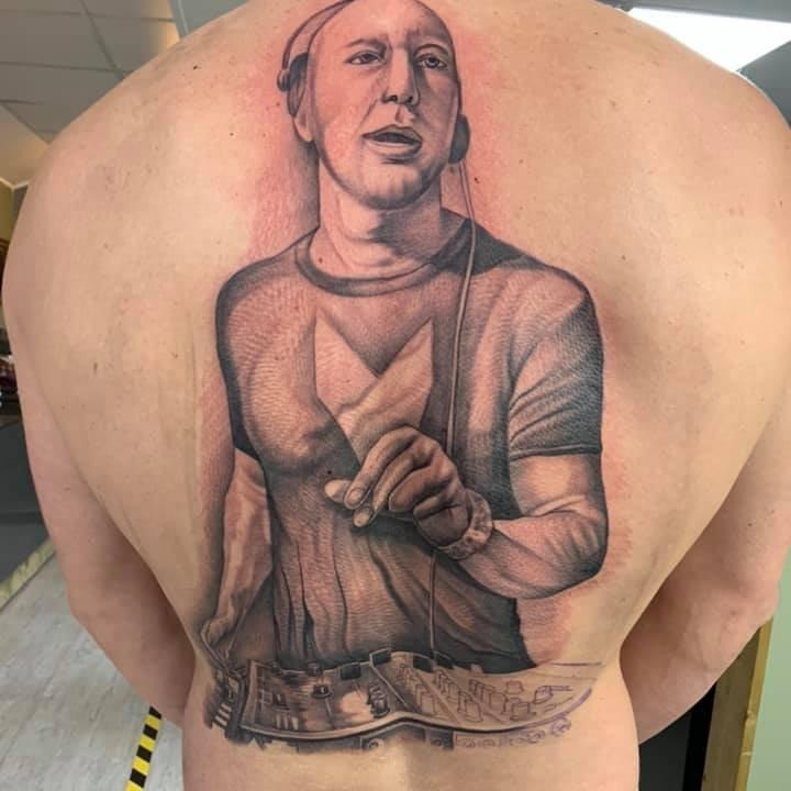 Marco Corona😂😂😂😂 #tattoogonewrong #musicon #marcocarola https://t.co/LiEtqJOzYi