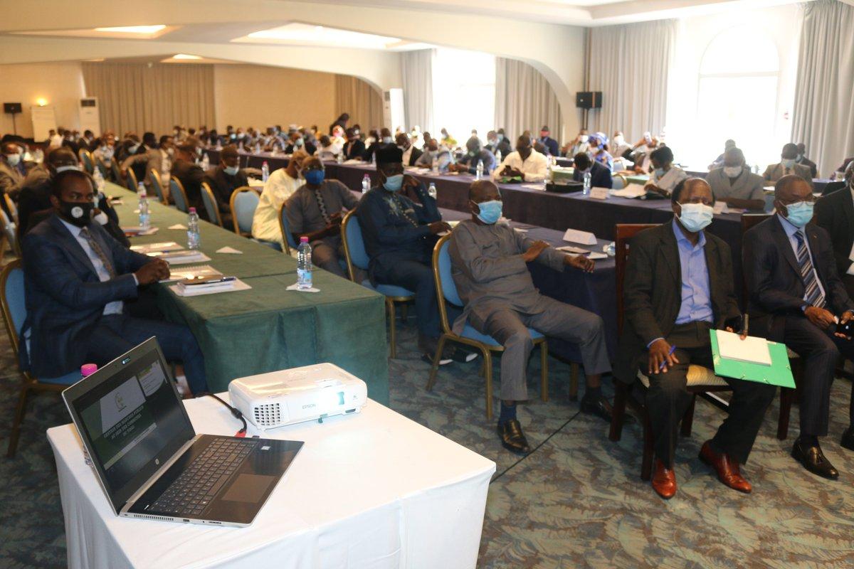L'ARMP a fait une présentation sur les marchés publics à l'atelier de formation des 117 maires du Togo, organisé par le ministère de l'administration territoriale, de la décentralisation et des collectivités locales. @ArmpTogo @GouvTg https://t.co/I2XxGX5hpQ