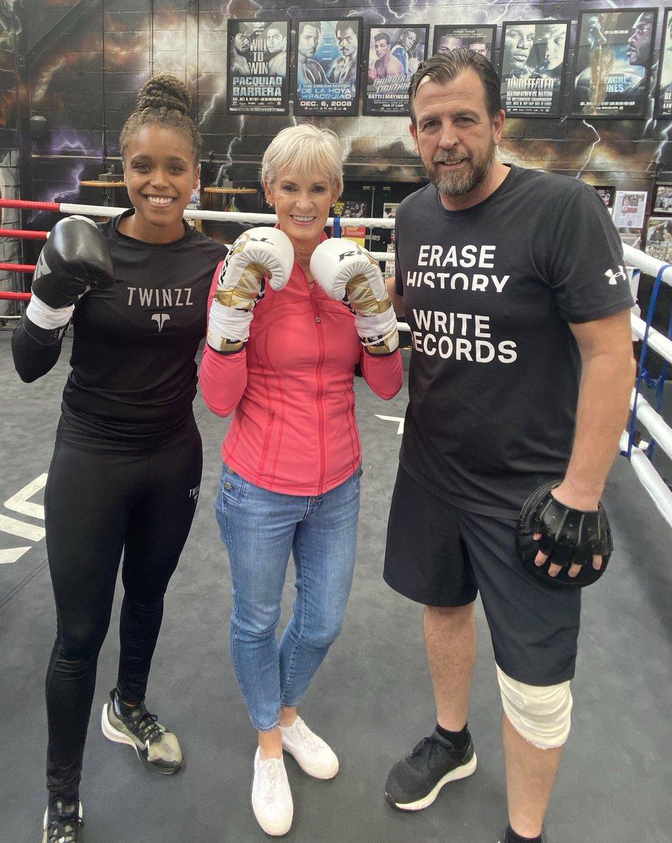 Good fun in gym today with @TashaJonas teaching @JudyMurray the ropes 🥊🥊 #boxing #MissGB