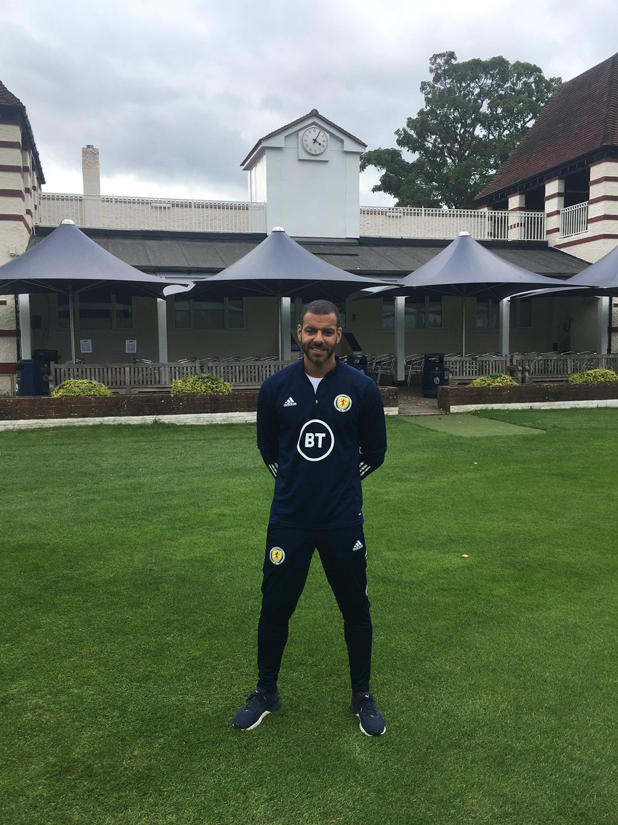 Fantastic to welcome Scotland Assistant Coach @stevenreid12 to the College today. Steven coached one of the Lower School sides. Later in the term he will be working with the scholarship group. @EpsomC_Football @EpsomCollegeUK https://t.co/SjHdwFgafc