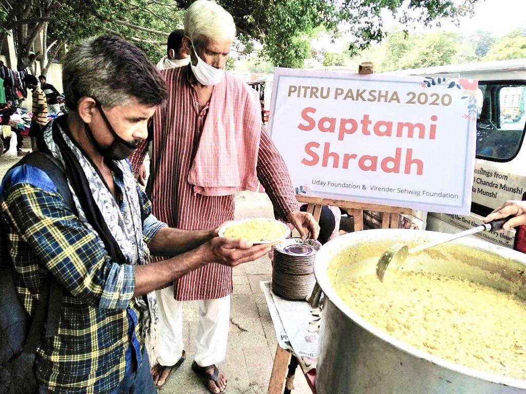 Pitru Paksha  Saptami Shradh  अपने देश को कोरोना महामारी से बचाने के लिए दिन रात जहां हमारे डॉक्टर लड़ रहे हैं।  वही अपने भाई और बहनों को भूख से बचाने के लिए आप जैसे अनगिनत अपने लड़ रहे हैं।   बस पूर्वजों का स्नेह बना रहे। 🙏🏽  #pitrupaksha https://t.co/ya3kpWGUpt