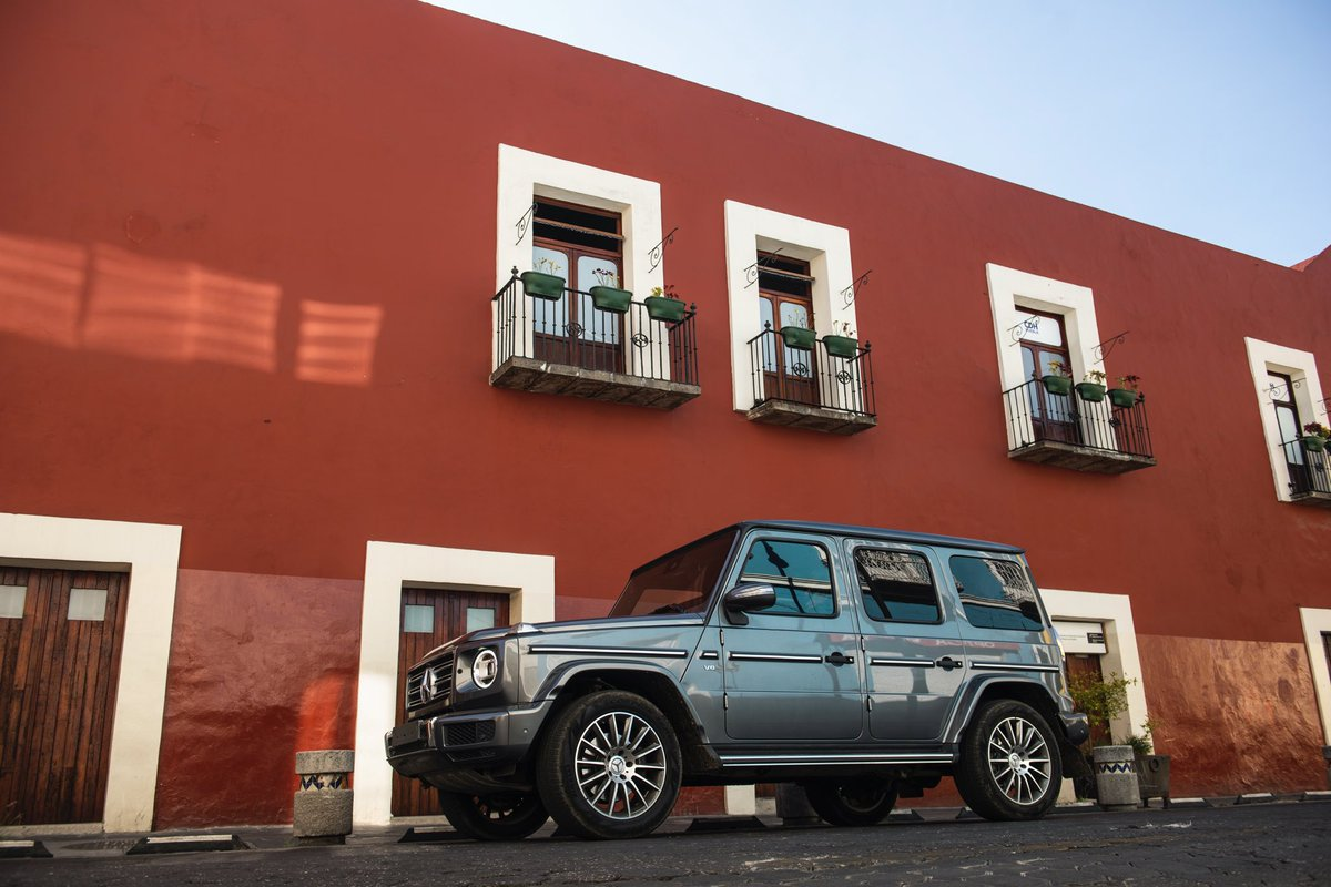 A través de un sueño, Clase G llegó a lugares de gran tradición en México, como el colorido centro de Puebla. ¿A dónde crees que se dirija el ADN más poderoso de Mercedes-Benz? #ClaseG #EsMexicana https://t.co/LPQtunDpOU