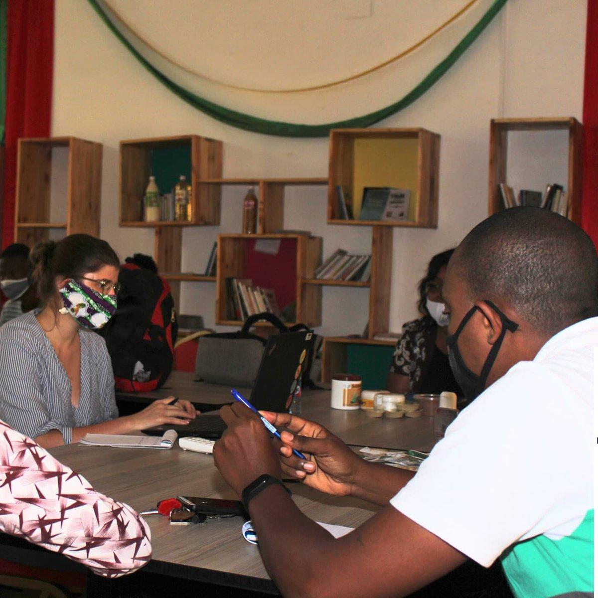 Nous étions très heureux du passage de Alice Levasseur et Anna-lisa Wirth de la GIZ dans nos locaux hier. Ce fût une séance de partages avec les jeunes entrepreneurs qu'on espère pouvoir concrétiser bientôt en partenariat.  Encore une fois, merci. #giz #nunyalab #togo #faiej https://t.co/dK2ktO4Di6