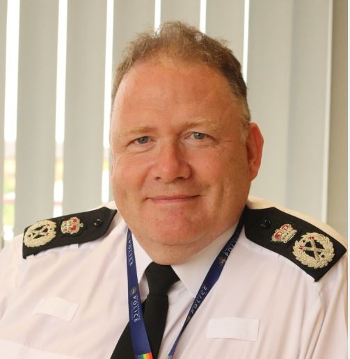 """A message from our Chief Constable Gareth Morgan:  """"I am confident the vast majority will continue to do as asked and follow the latest guidance on gatherings, as we work together to control the virus and keep people safe.""""  Read his full statement here: https://t.co/GxZgDhsIgR https://t.co/oTqnXYrtLP"""