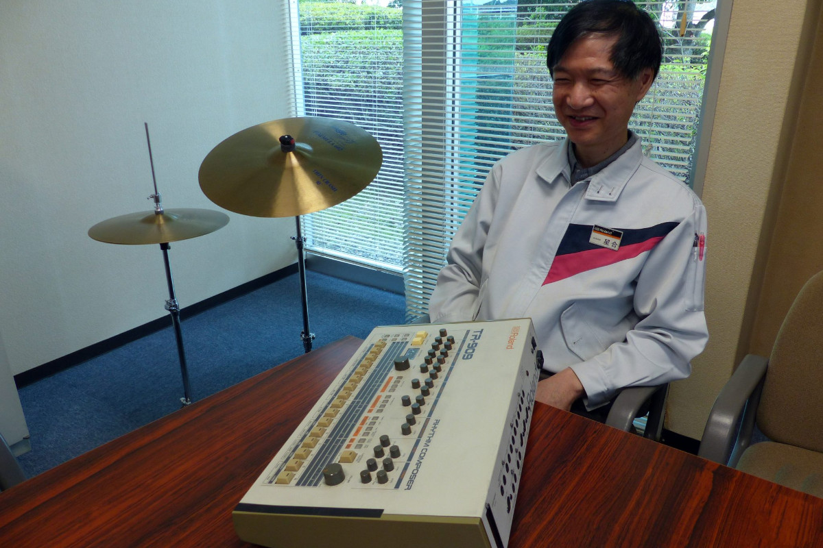 Get to know the iconic TR-909 this #909Day! You may be surprised to learn that one of the original engineers of the Roland TR-909 is still active in the company. Meet Atsushi Hoshiai. https://t.co/LIXuZU1nfz https://t.co/n5Xyx7Yh2Q