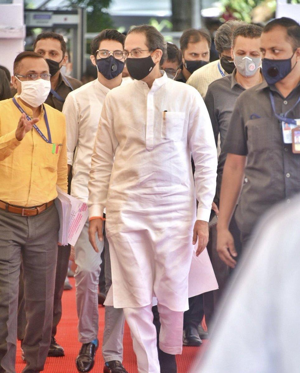 #महाराष्ट्र_का_CM_शेर_है  🙏🏻 https://t.co/qoh1P6navK