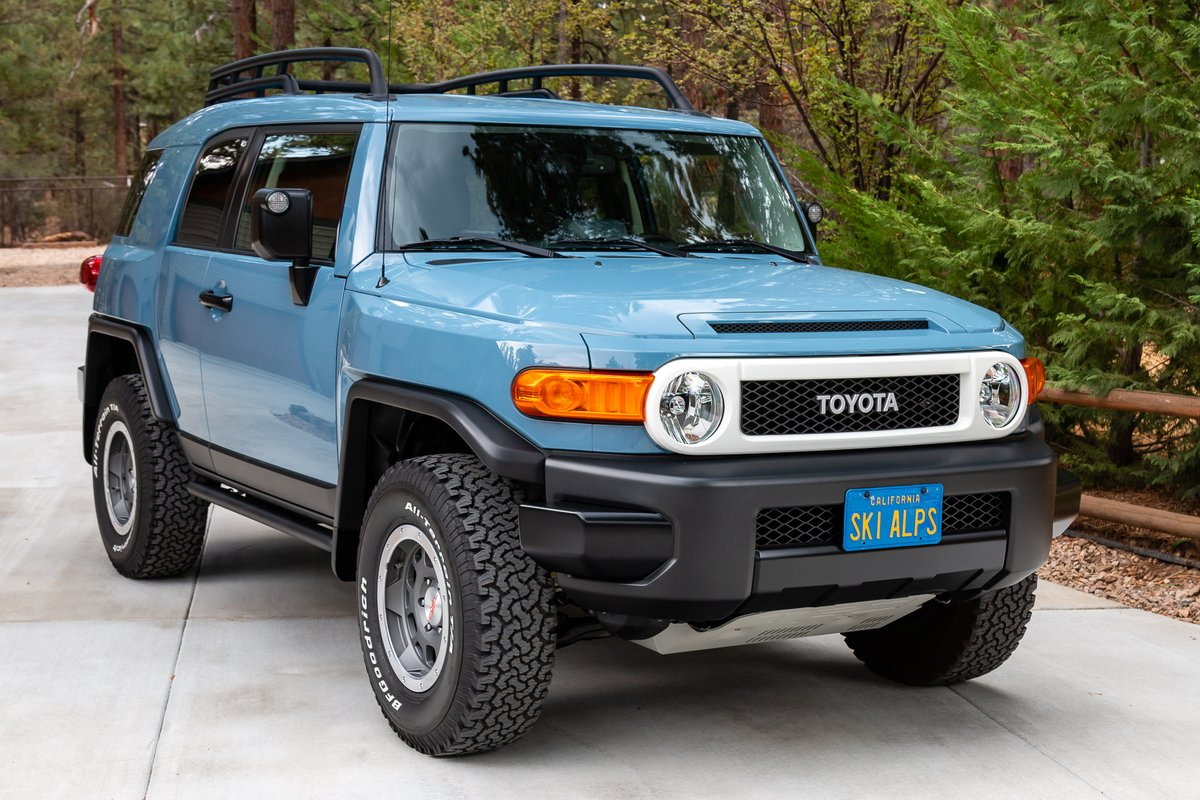 Sold: 3k-Mile 2014 Toyota FJ Cruiser Trail Teams Ultimate Edition 6 for $68,000. https://t.co/jEq4fpzhbB https://t.co/QaptdOr1Gt