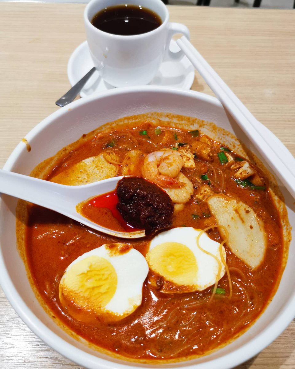 Mee Siam @ToastBoxSg #MeeSiam #vermicelli #soup #lunch #almuerzo #ketodiet #comfortfood #spicy #healthy #fitness #lifestyle #coffee #tea #abendessen #dinein #eatout #cafe #AsianFood #米粉 #料理写真 #おいしい #저녁식사 https://t.co/7jzKLGmEAn