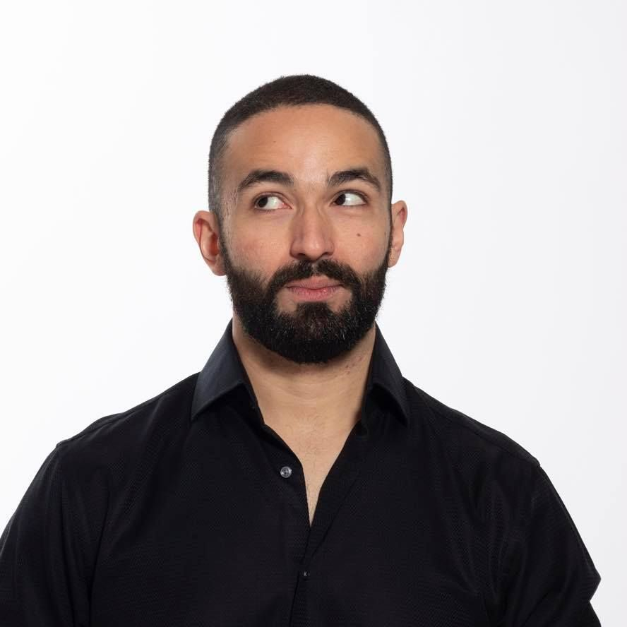 """2020 MUSE Creative Awards #Winner's #SuccessStory — Hatem Al Akad, Creative Copywriter, United States  """"Believe in yourself, stay hungry, don't be cocky, be a nice person, and be there for other people.""""  Read more here: https://t.co/iTSAmpt2M1  #MUSE #MUSECreativeAwards https://t.co/92hoVOmcEP"""