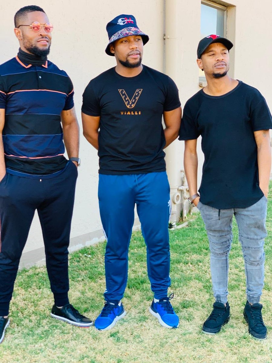 Short Story  Lima winner @Chymamusique was spotted with an internationally acclaimed @DacapoSA with a legend in the making @PrinceKaybee_SA Now they are spotted with the one with most LIMAs @KingMonada_ in studio, 🔥🔥🔥🔥🔥🔥🔥🔥 https://t.co/MAqSKdw1yu
