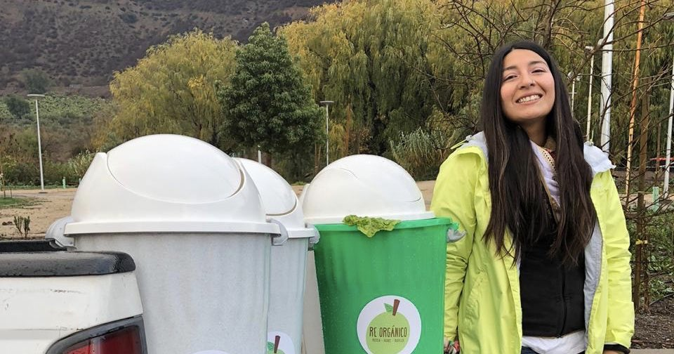 #HistoriasDestacadas: Karla Jil, la estudiante de Técnico en Contabilidad General experta en compostaje. 🌿  Dicta cursos online en los que enseña a hacer compost y el 2019 fundó Re Orgánico, empresa de servicios y productos sustentables. ♻️  → https://t.co/qXIOdpUlcu https://t.co/wAV2sFRf8C
