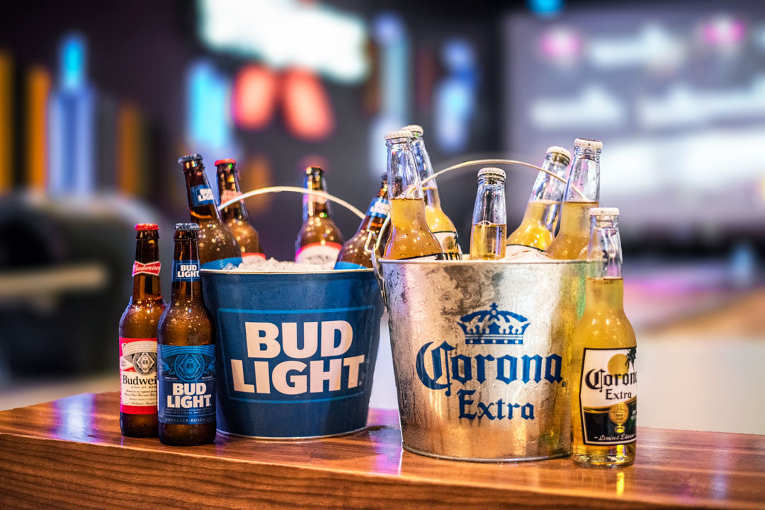 Thirsty? Grab a beer bucket and si[ between frames with your friends! 🍻 Tag a friend you would gladly share this with! 😉  Domestic Buckets include 6 bottles for $25 Import Buckets include 6 bottles for $30 https://t.co/pDw5Sk6CnF