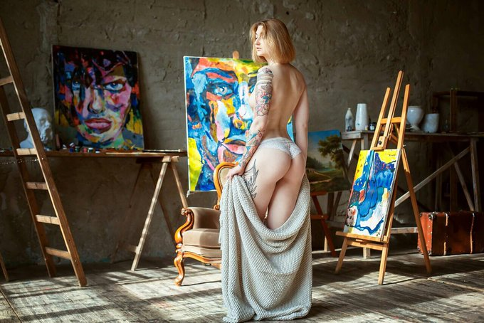 1 pic. The Muse 🎨 https://t.co/3LEh8BYytK