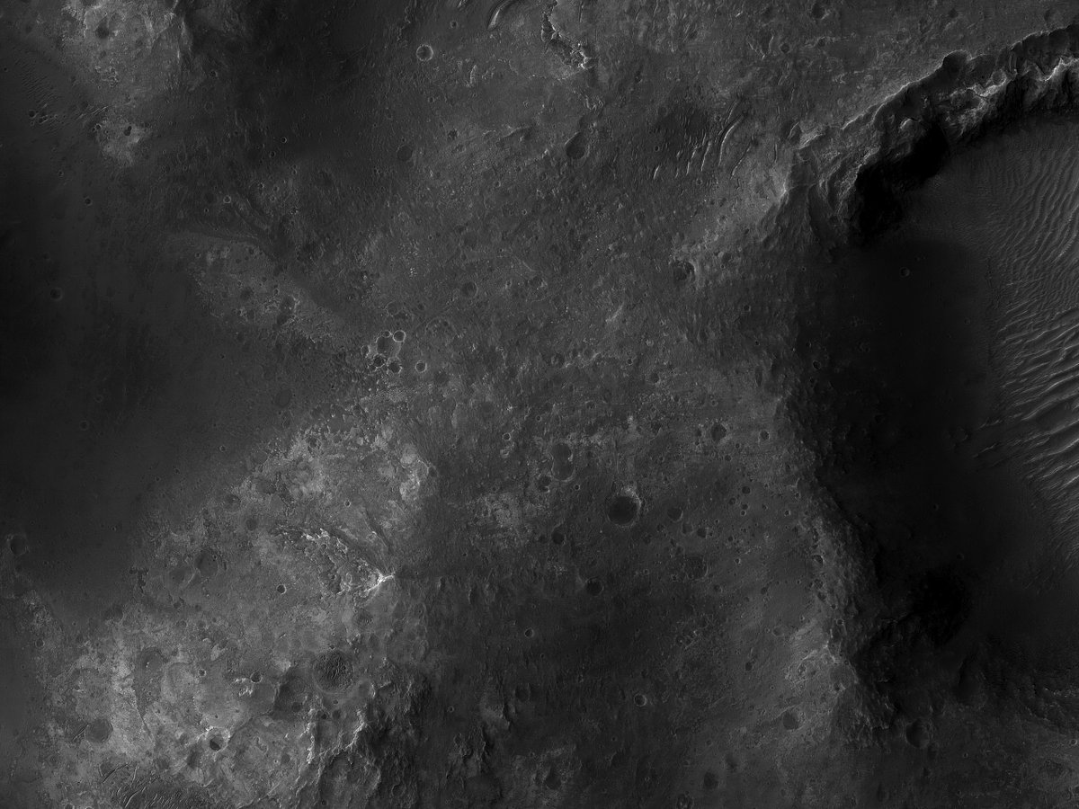 HiRISE 8K: Clays near a Small Crater in Ladon Valles Since clays form in the presence of water, Ladon Valles has often been on the list for potential landing spots for rovers. flic.kr/p/2jF2w1Z NASA/JPL/UArizona #Mars #sciencce