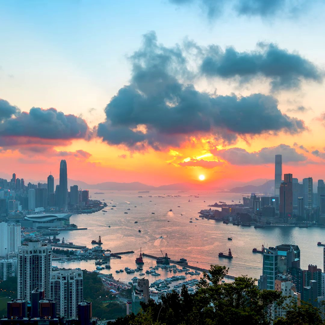 Watch hues of yellow and pink dancing across the waters of Victoria Harbour as the sun dips below the horizon!