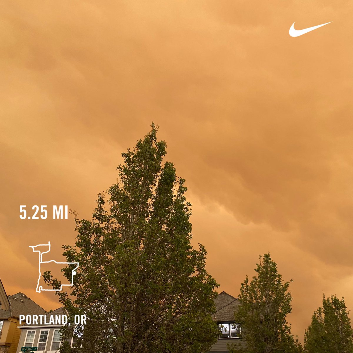 Thick smoke over Portland from many wild 🔥 in Oregon. Praying 🙏 for all who are in danger and evacuation zone. Ran 5.25 miles with Nike Run Club #nrc #nikerunning #nike #justdoit #youcantstopus #playfortheworld #socialdistancerunning https://t.co/TlK8Ya16bY