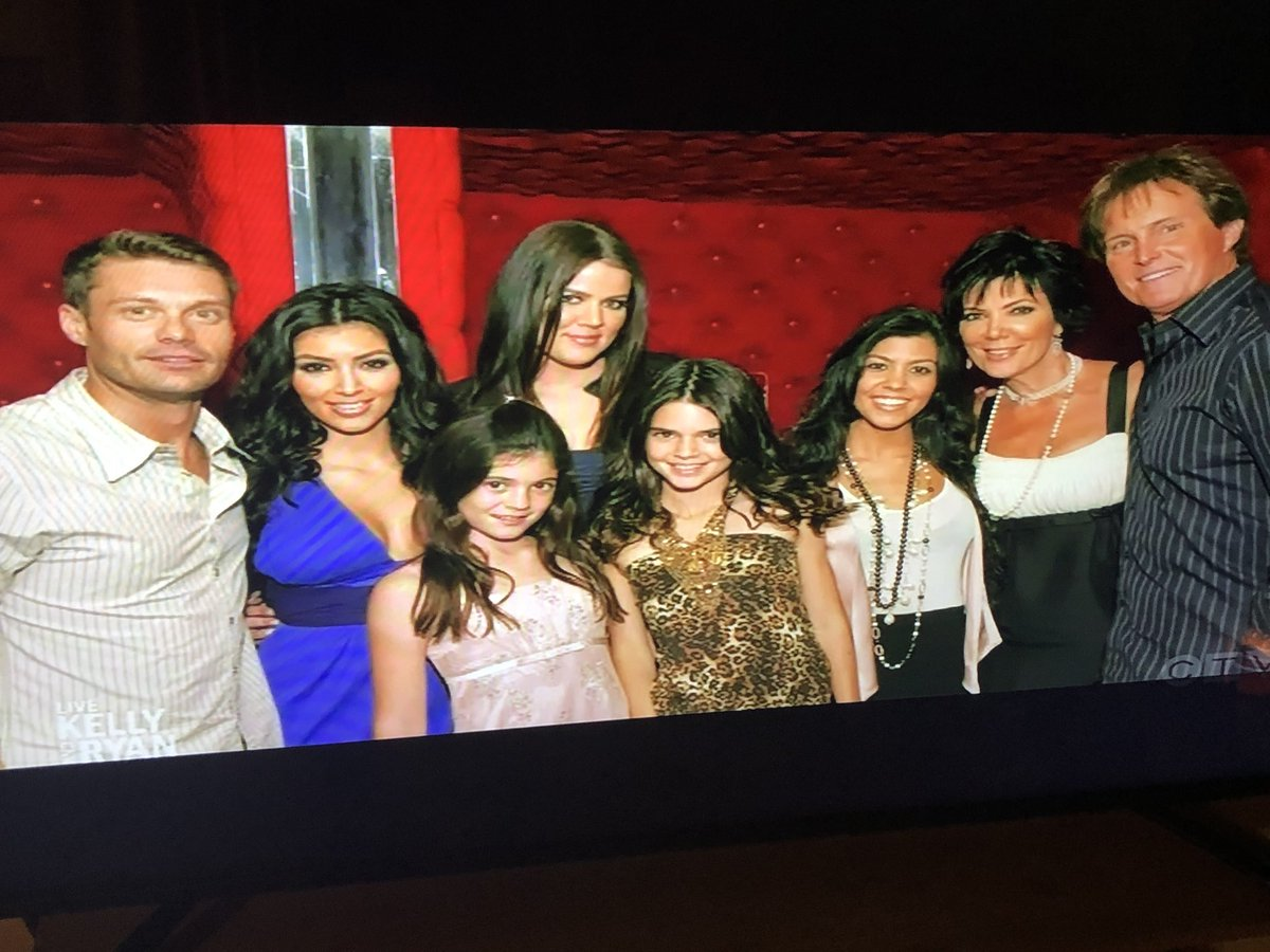 Ryan Seacrest shares picture of The Kardashians  of season one they are saying goodbye 2021 😢♥️ https://t.co/cdAqPRTUPG