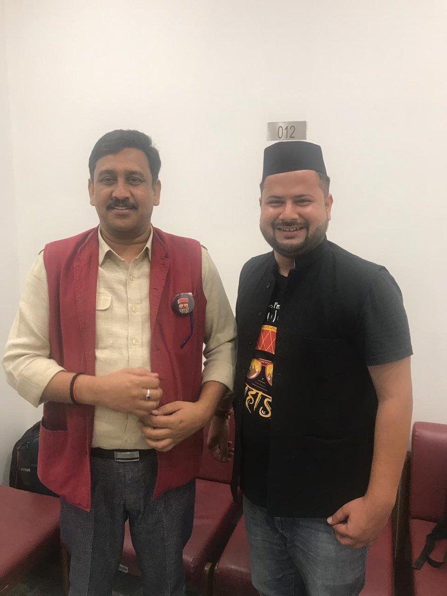 सौम्य सरल स्वभाव के धनी, प्रखर वक्ता व चिंतनशील लेखक, राष्ट्रीय मीडिया टीम भाजपा के सदस्य परम् आदरणीय @LakheraSatish जी को जन्मदिन की हार्दिक शुभकामनाएं। बाबा केदार बदरी का आशीर्वाद आप पर व आपका आशीष - मार्गदर्शन हम युवाओं पर बना रहे ऐसी मंगल कामना। https://t.co/vB7fxe9llZ