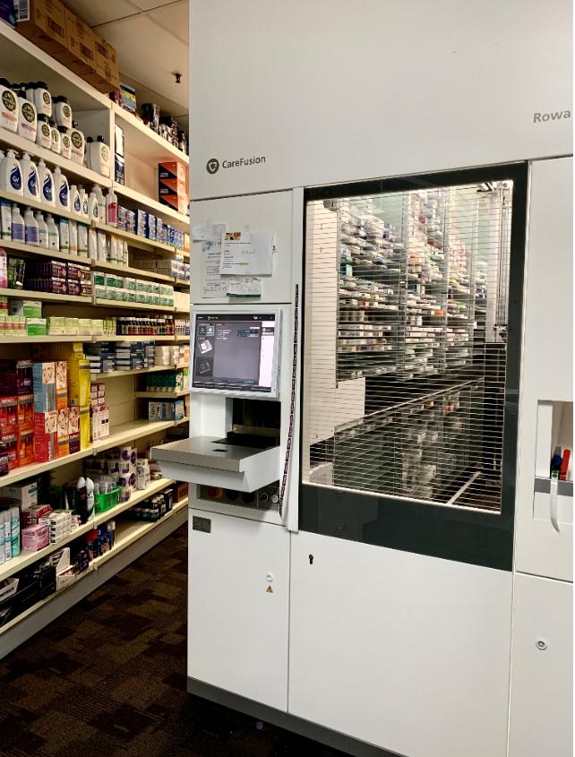 Aujourd'hui nous visitons la #pharmacie Dunsborough, dans la petite station balnéaire de Dunsborough, en Australie. Ici, l'ambiance chaleureuse et conviviale sont garanties grâce à son équipe officinale, y compris le robot BD Rowa Smart.  #bdrowa #innovationforpeople #10000rowas https://t.co/F93oCBCiYU