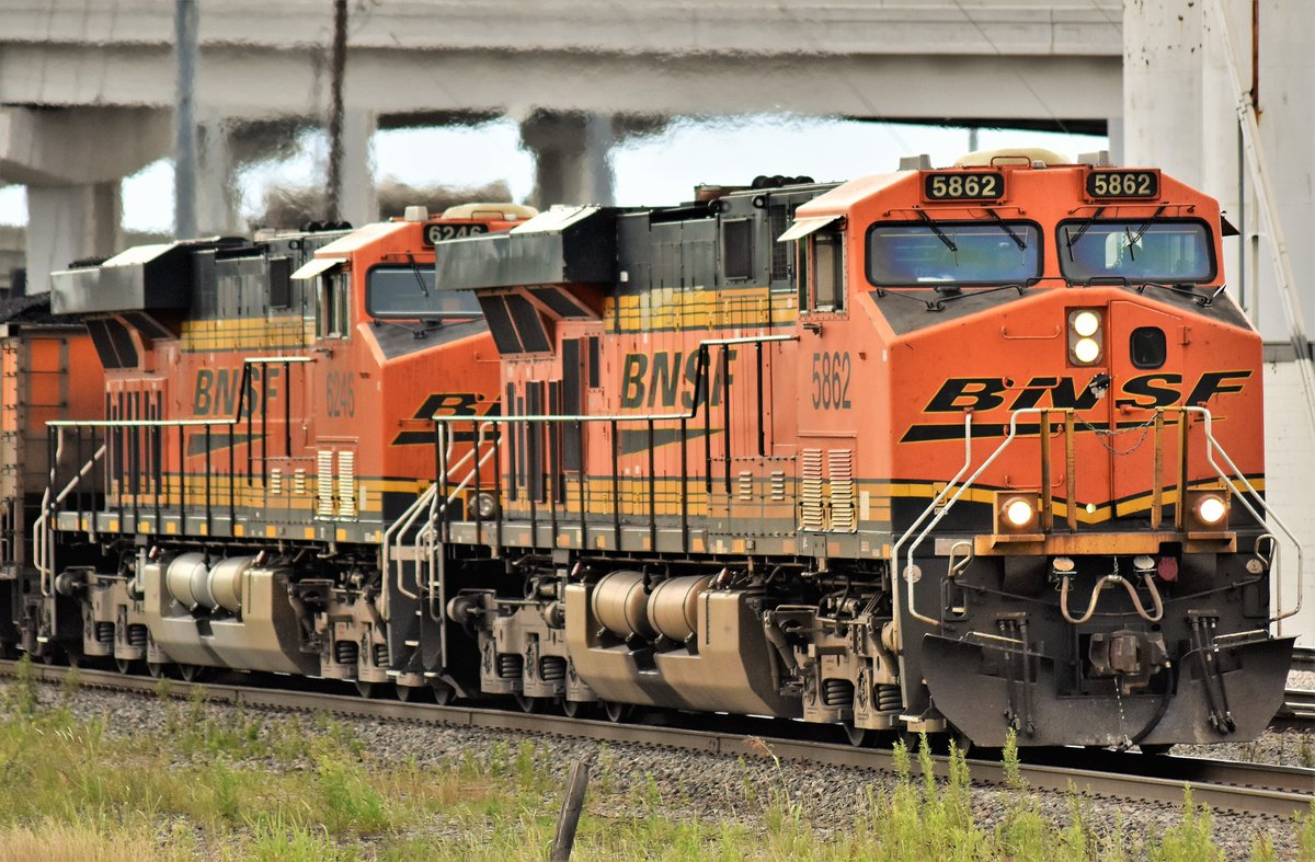 Here's a @BNSFRailway loaded coal train headed South through Tower 55 in Fort Worth, Tx.  Led by locomotive 5862 (GE-ES44AC) #Train #Trains #Trainphoto #Trainphotos #Trainphotography #Rail #Rails #Railphoto #Railphotos #Railphotography #Railfan #Railfanning https://t.co/OaG6IwVgMJ