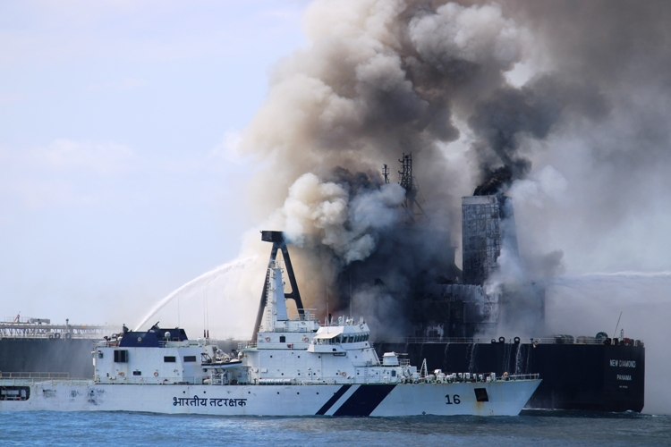 Swift and prompt #FireFighting over a period of 6 days by @IndiaCoastGuard doused raging fire in a 333m ship without any oil spill, averting any major disaster; 22 lives saved