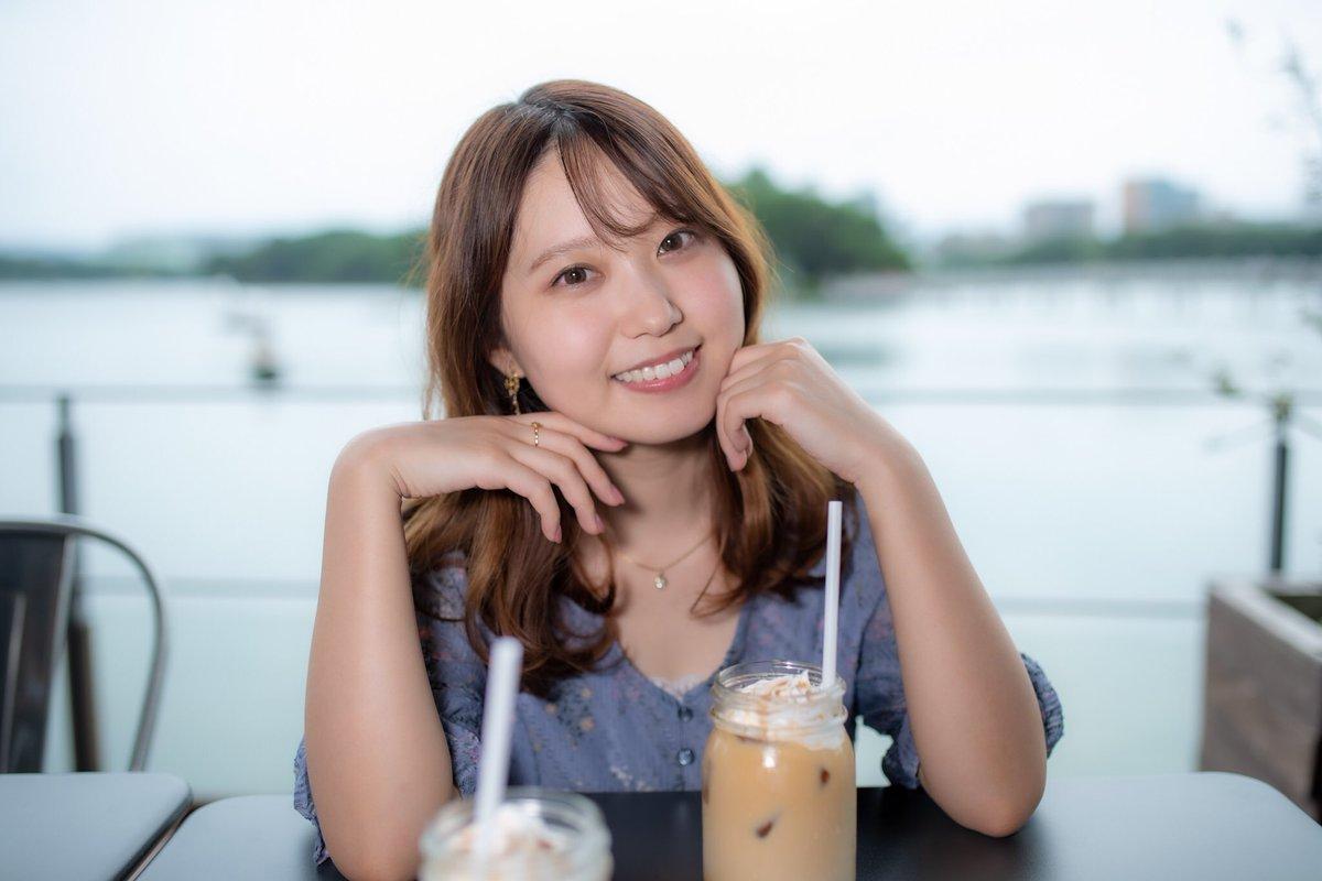 ちなさん(@one_Mchina)ちなちゃんとカフェデートなう☕️に使っていいやつ🥰なう…懐かしい響き🤣笑はぁ…マジ可愛いなぁ😍ちなみにまたしても2人揃ってキャラメルラテ😋wICEだとビンみたいな映えるグラスで出てきました✨#ちな #ワンサイド福岡 #撮影会 #モデル #ポートレート #カフェデート