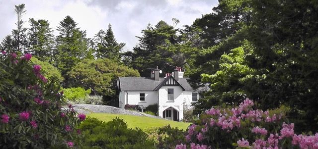 This week's Garden of the Week is @Derreen2 in Lauragh, near Kenmare.  Open all year round (10-6), it has over 12km of paths which wind through varied woodland full of rare and exotic plants.  V93 D792.   @wildatlanticway @Corkcoco @pure_cork #purecorkwelcomes @kenmare_dot_ie https://t.co/VdiqTmB7FM