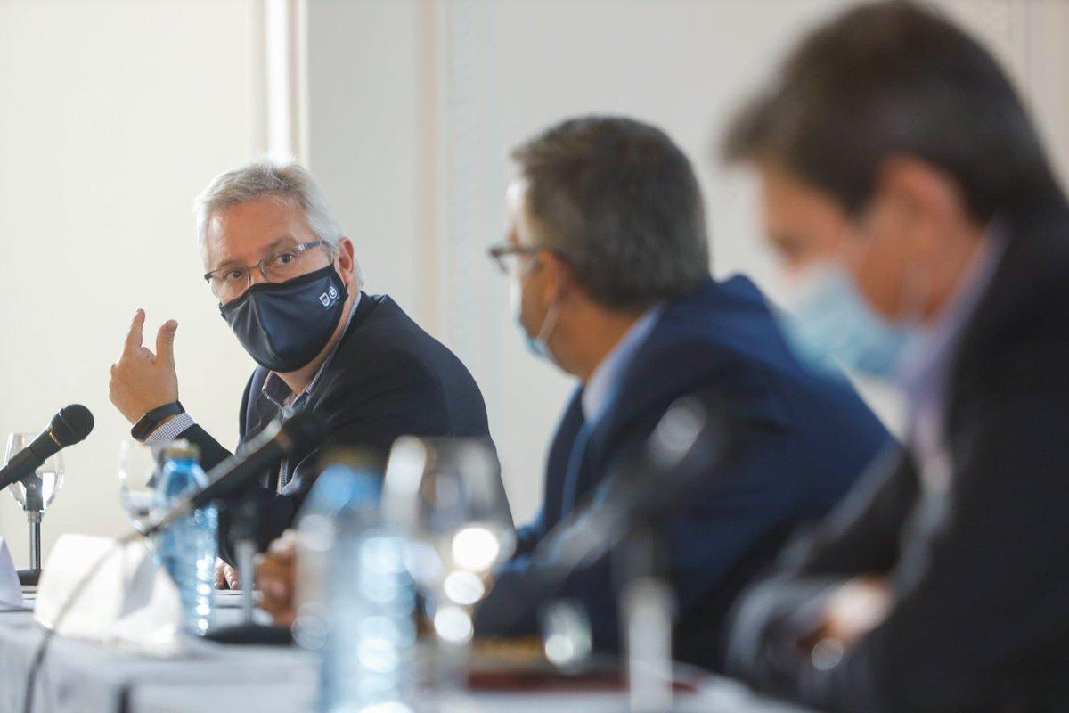 Presentación de los I premios Ekieraikin. Los administradores de fincas apoyando la mejora de la #eficienciaenergetica de los edificios residenciales y apostando por la conservación del medio ambiente reduciendo la emisión de gases de efecto invernadero. @cafguial @CgcafeAaff https://t.co/FBV8YyGa39