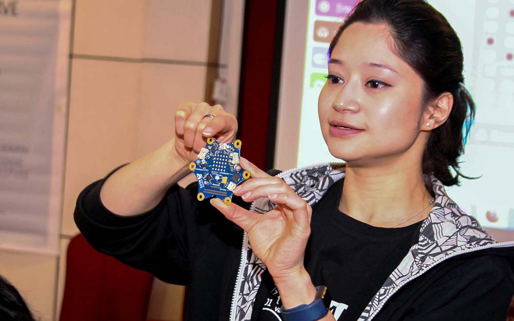 Mit der #Impacters-Initiative will #Roberta-Botschafterin Lachana Hada in Nepal mit Rollenbildern brechen & jungen Frauen eine Chance auf #digitaleBildung geben. Die Software-Entwicklerin wurde in die »150 Alumni-Geschichten« @TU_Muenchen  aufgenommen👏😊https://t.co/YwxdqbxcVF https://t.co/11aAmsYIqY