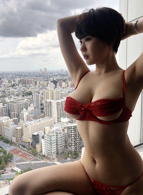 グラビアアイドル山本ゆうのTwitter自撮りエロ画像4