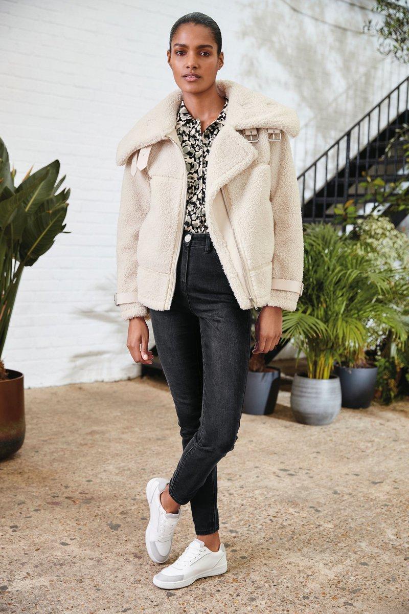 Dress code: Jeans and a nice top    https://t.co/jxnkaZO0ed https://t.co/VW8dWgLh84