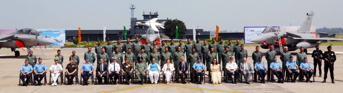 सीडीएस जनरल बिपिन रावत, वायुसेना प्रमुख एयर चीफ मार्शल आरकेएस भदौरिया, पश्चिम वायुकमान प्रमुख वीआर चौधरी, रक्षा सचिव डॉ अजय कुमार, रक्षा अनुसंधान एवं विकास विभाग के सचिव और डीआरडीओ के अध्यक्ष डॉ जी सतीश रेड्डी, रक्षा और सशस्त्र बलों के वरिष्ठ अधिकारियों इस कार्यक्रम में मौजूद थे।