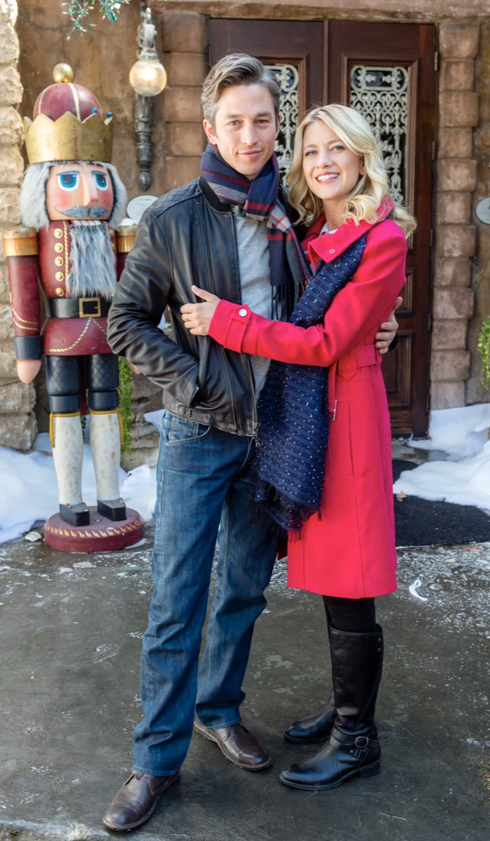 Ho Ho Holiday Viewing On Twitter Randomly Came Across Pic Of Meredith Hagner And Really Wish She Was Still In Hallmark Family Know She S Likely Moved On To Better Things As Regular
