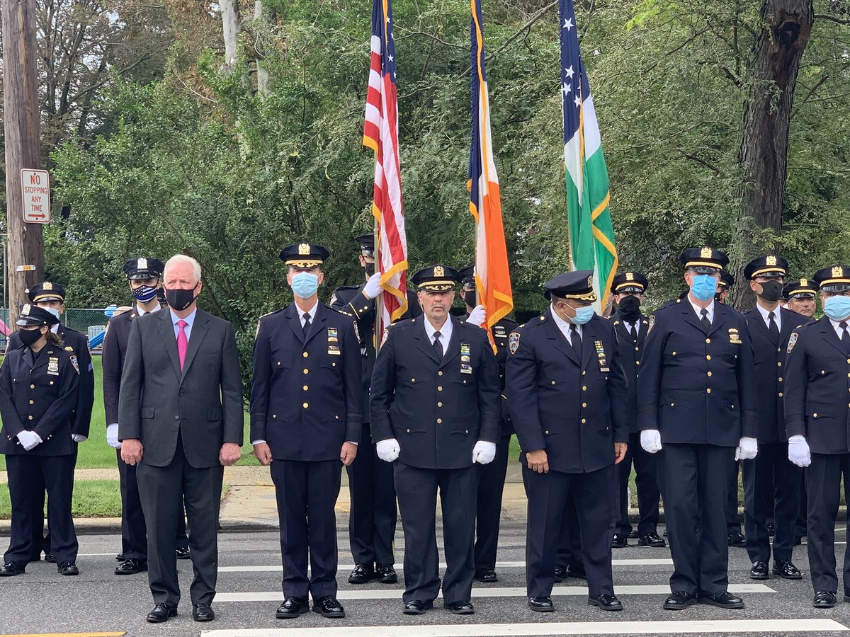 Today I joined @NYPDHousing , family and friends of @NYPDPSA4 Police Officer Michael J. Geraldi as we mourned the loss of this wonderful young man.   My thoughts are with his wife Carmen, and two children Luke and Milania.   #fidelisadmortem https://t.co/oaep29iQ3s
