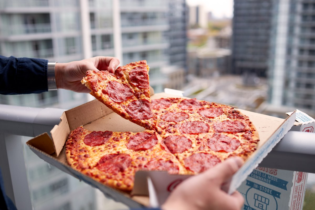 🏈 is back! Only way today could be any better is also having 🍕 from Domino's! #PerfectPair https://t.co/jxouYZ4X9E