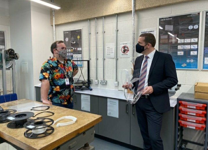 Fantastic visit to @FVCollege this morning with @AlisonHarrisMSP to hear how they continue to provide the highest standard of learning throughout the pandemic. Impressive offering of courses, partnerships with industry, schools and unis, and a pleasure to meet modern apprentices. https://t.co/Hg8bvWH4MW