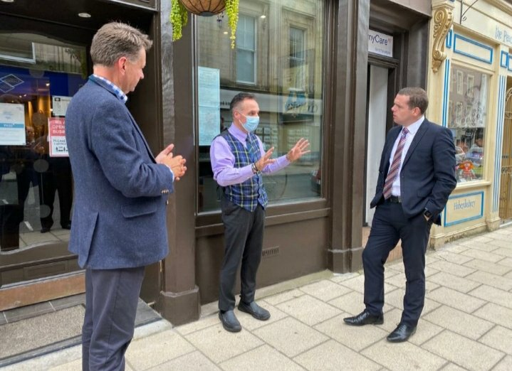 In Perth today I met with small businesses to discuss the ongoing impacts of Covid-19.   Delighted to see UK Government initiatives - including the furlough scheme, VAT cut for hospitality and #EatOutToHelpOut - have benefited town centres across Scotland. @murdo_fraser https://t.co/cjSaUjenVW