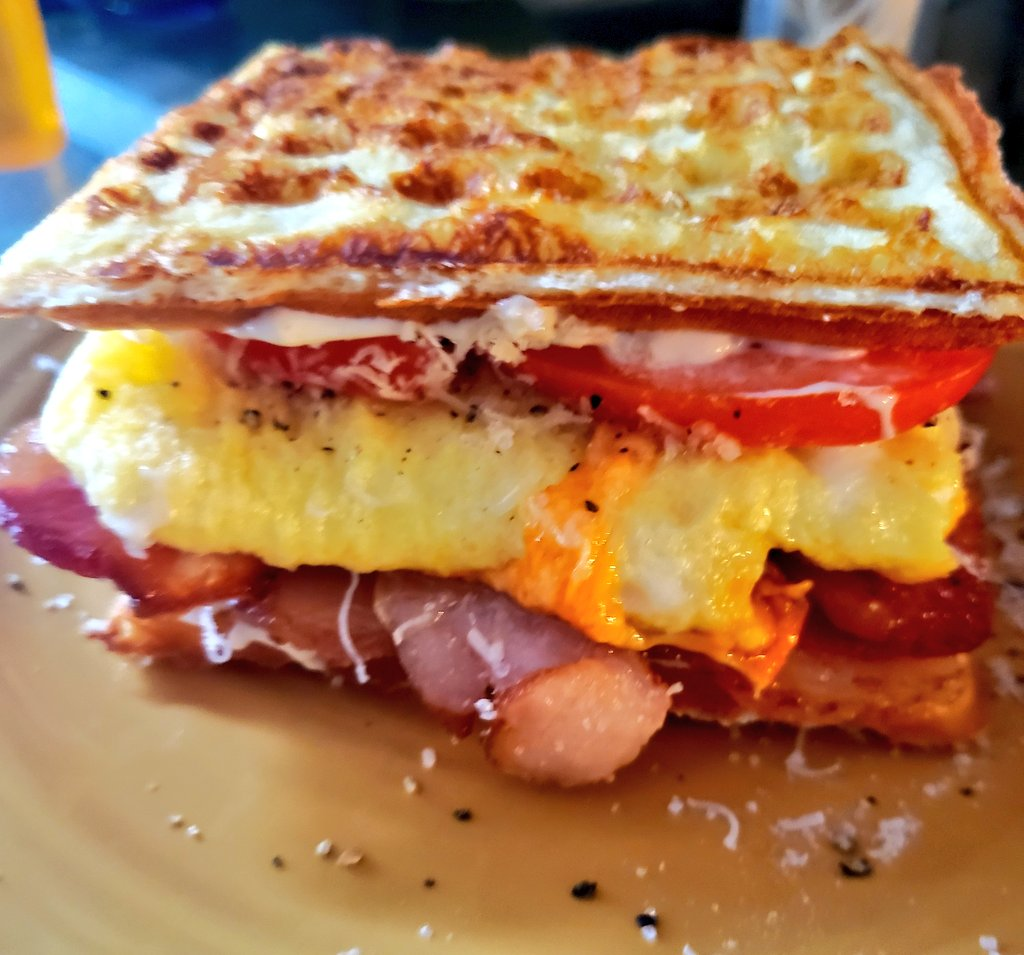 Bacon, cheese, egg, tomato chafwich. Someone tell me again how deprived I am eating #LCHF?