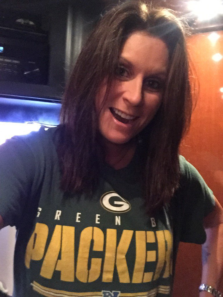 And football is back!! Who are you rooting for this year? #GoPackGo https://t.co/NT3vaxPAkB