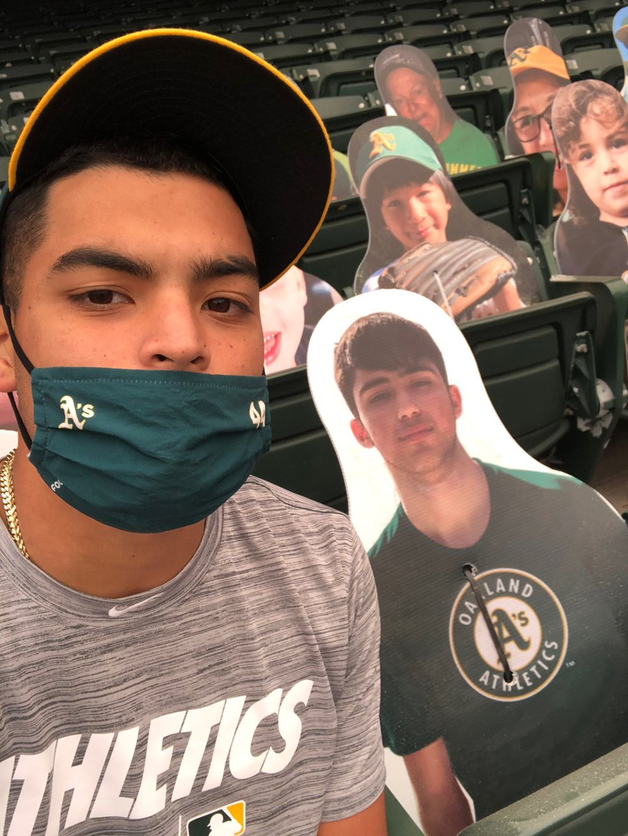 """Thanks to @Athletics Pitcher Jesus Luzardo @Baby_Jesus9 for showing respect to Joaquin """"Guac"""" Oliver at the Oakland Coliseum. Two Venezuelans ready to strike out a few. Viva Guac! And the other 40k/year victims from Gun Violence. @patriciapadauy https://t.co/zz7jtkddS6"""