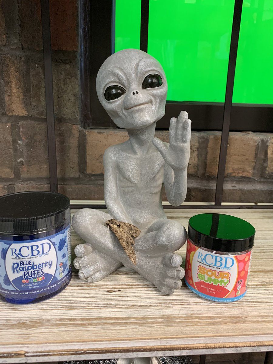#Martythemoth is showing off the RxCBD 50mg per piece gummies. These are great for a peaceful sleep.   #CBD #cbdstore #hemphavenliberty #libertymo #cbdstore #localbusiness #ChiefsKingdom #ItTakesAllOfUs #NFLKickoff https://t.co/4u6vARf4lr